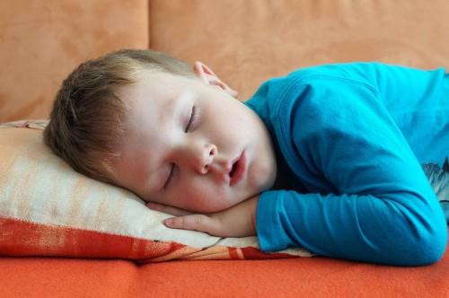 Ребенок храпит и кашляет после сна