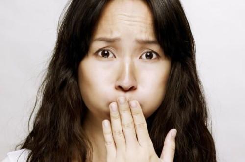 Боли в пупочной области у женщин