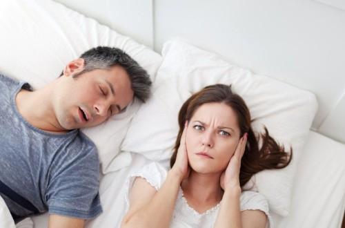 Новорожденный ребенок храпит во сне